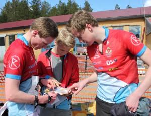 Johan, Anders H og Amund diskuterer veivalg etter Lørdagkjappen